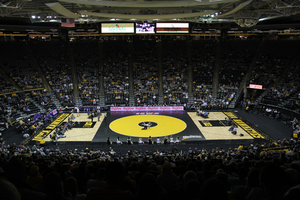Iowa Hawkeyes Wrestling Wallpaper Iowa Hawkeyes Wrestling 600 x